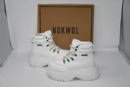 One as new Nokwol Scared white shoes size UK 4.