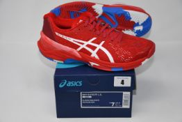 One pair of man's boxed as new Asics Sky Elite FF L.E trainers in classic red and white (UK 6).