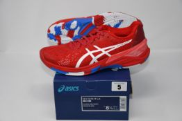 One pair of man's boxed as new Asics Sky Elite FF L.E trainers in classic red and white (UK 7.5).