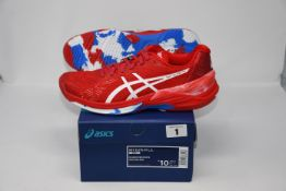 One pair of man's boxed as new Asics Sky Elite FF L.E trainers in classic red and white (UK 9).