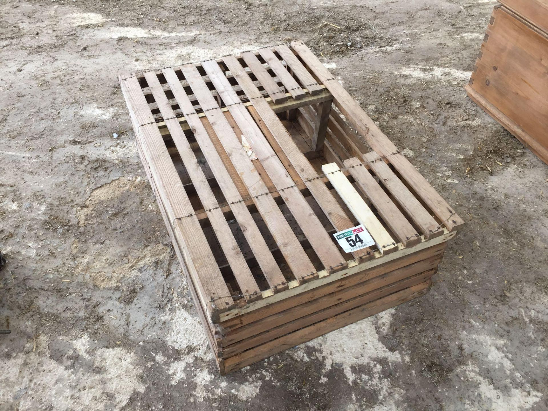 Lot 54 - Poultry crate