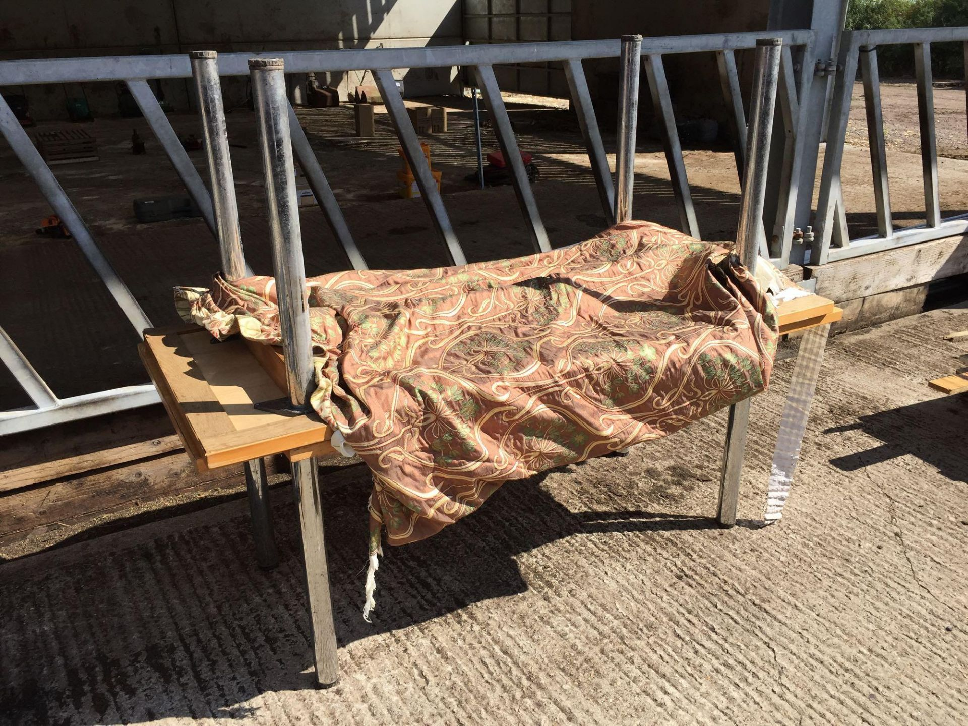 Lot 95 - Tables