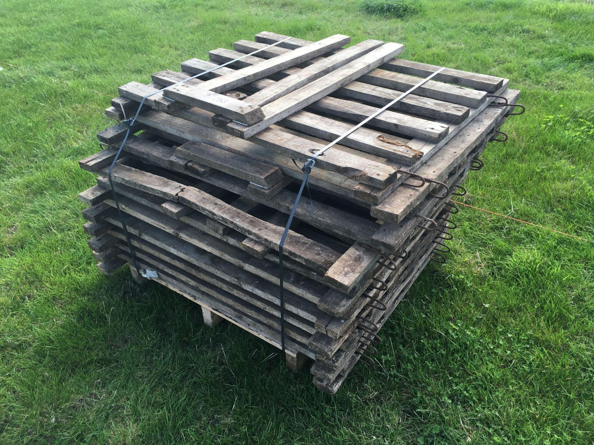 Lot 253 - *Wooden calf pens.VAT Payable on this lot