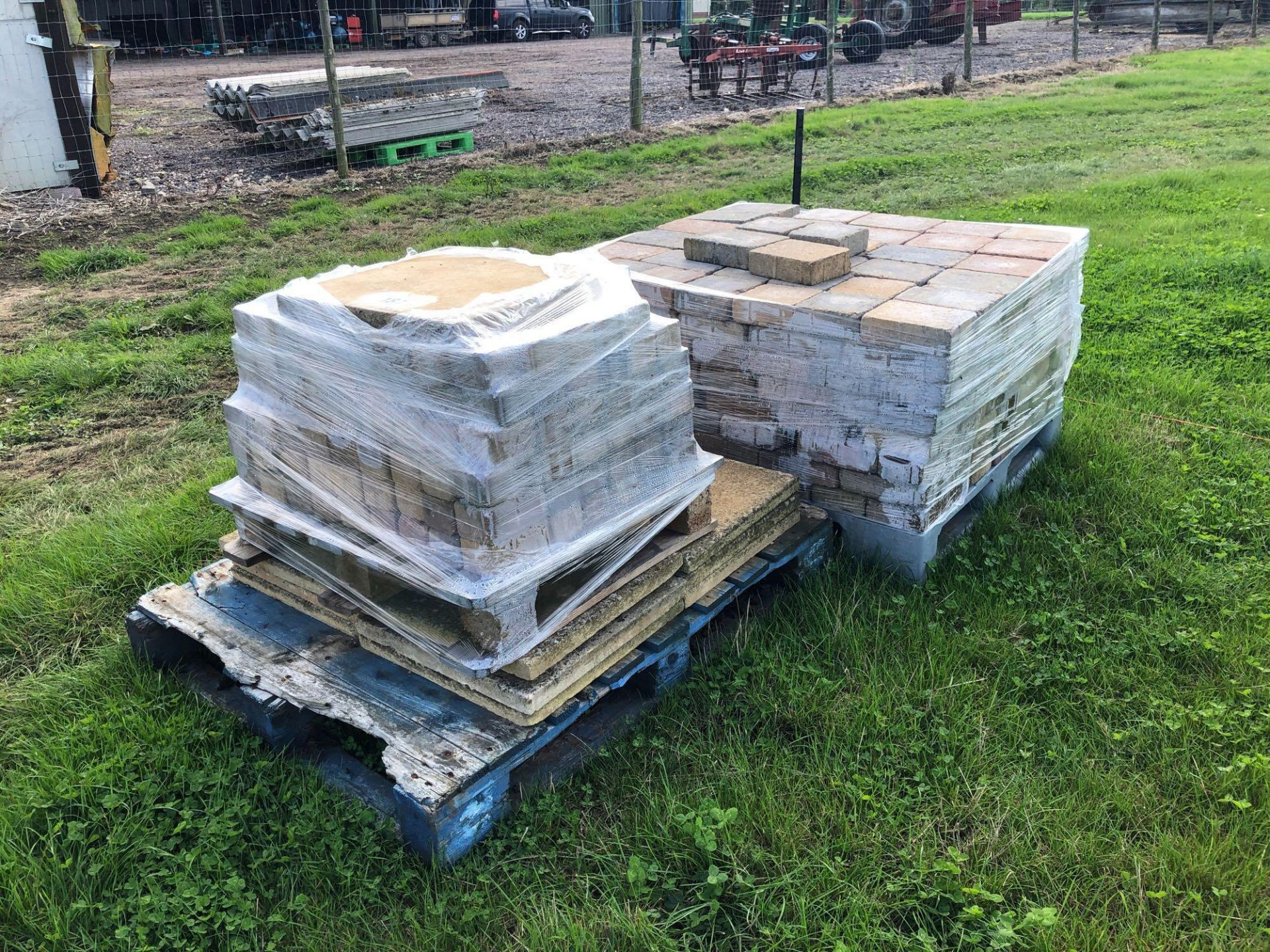 Lot 187 - Quantity blocks and slabs