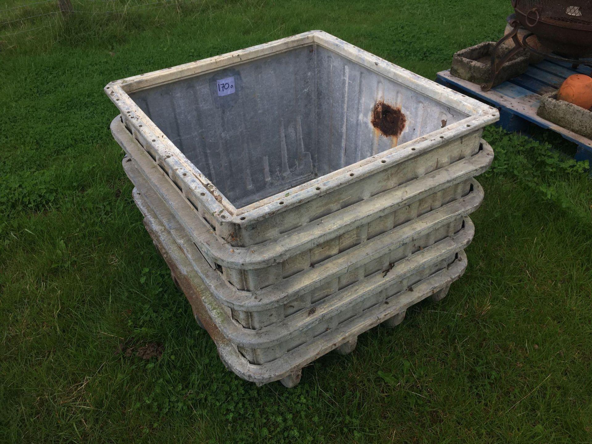 Lot 170o - Metal bin