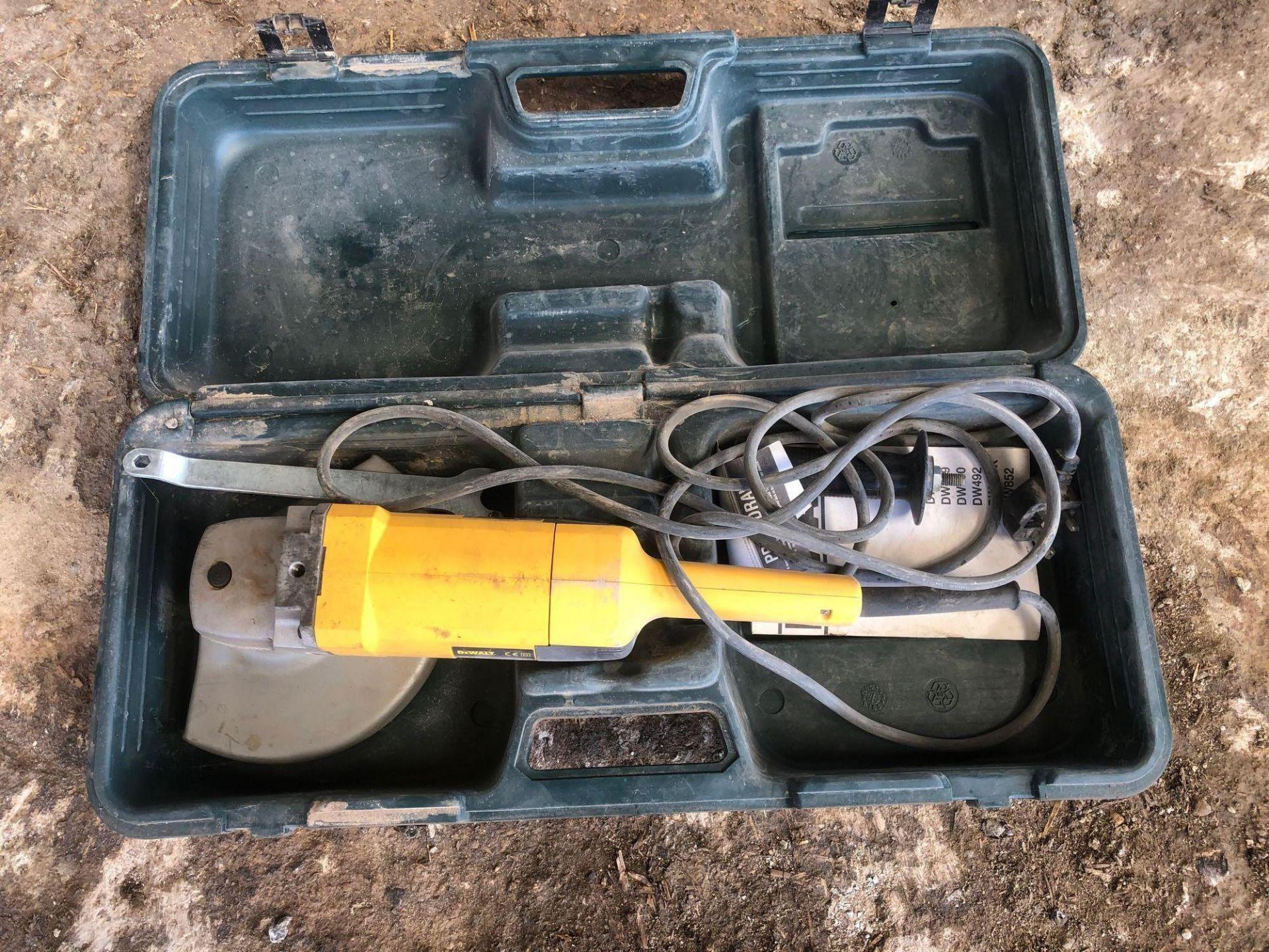 """Lot 35 - DeWalt DW940 9"""" grinder, single phase"""