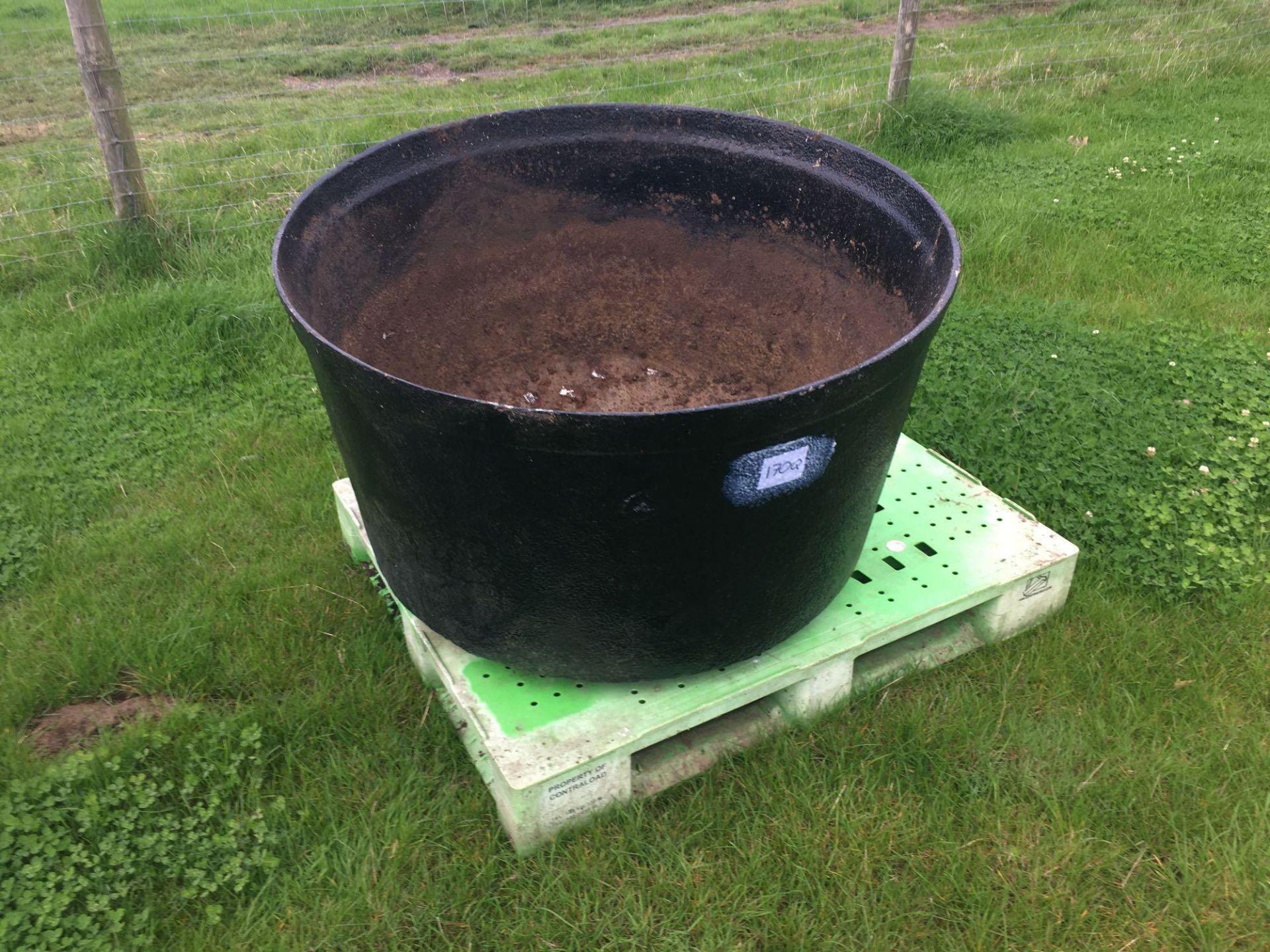 Lot 170q - Large cast iron pot