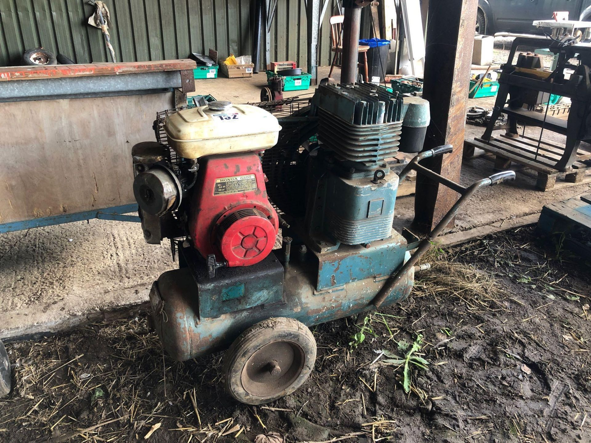 Lot 132 - Air Compressor with Honda G400, petrol engine