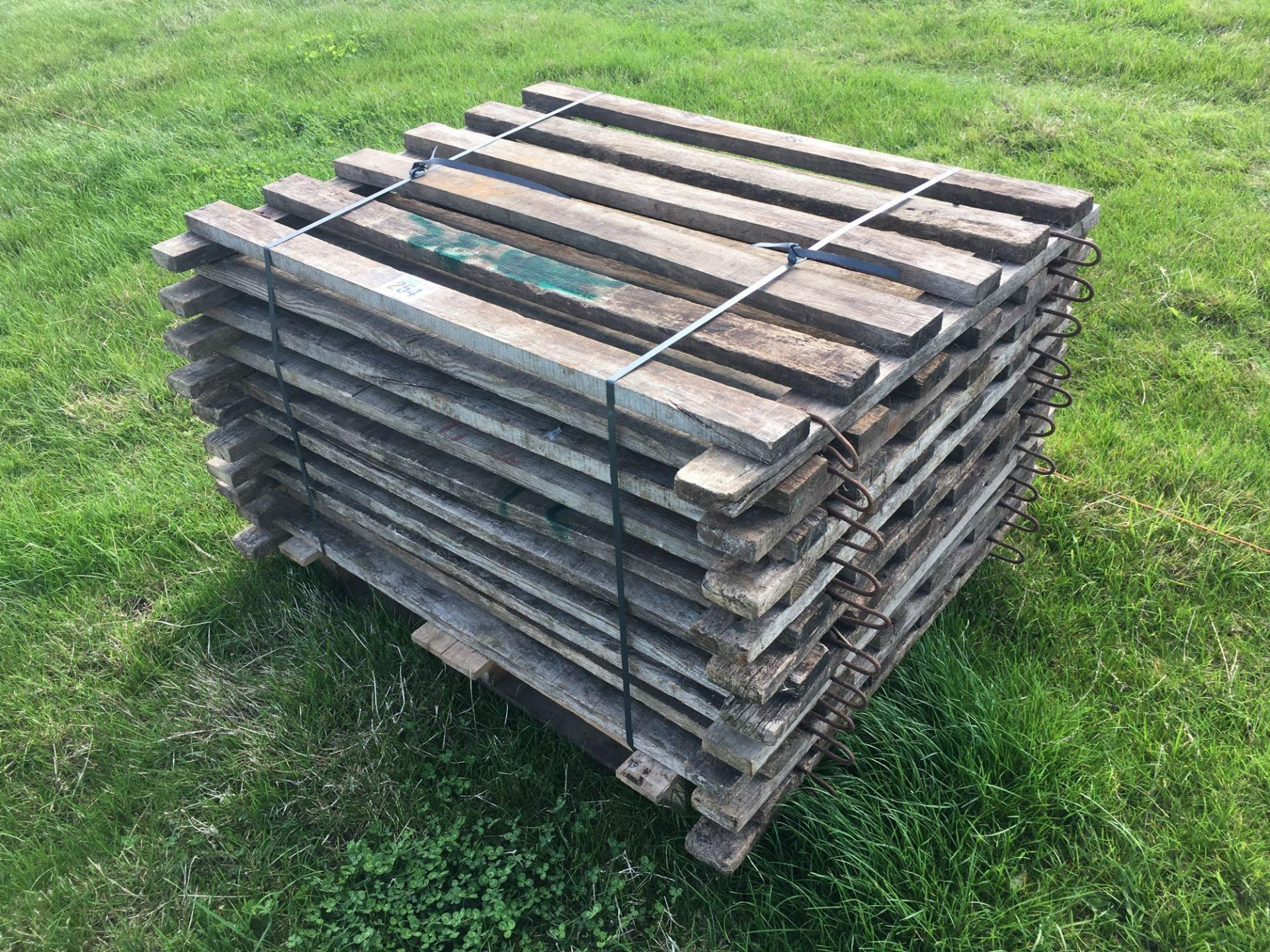 Lot 254 - *Wooden calf pens.VAT Payable on this lot