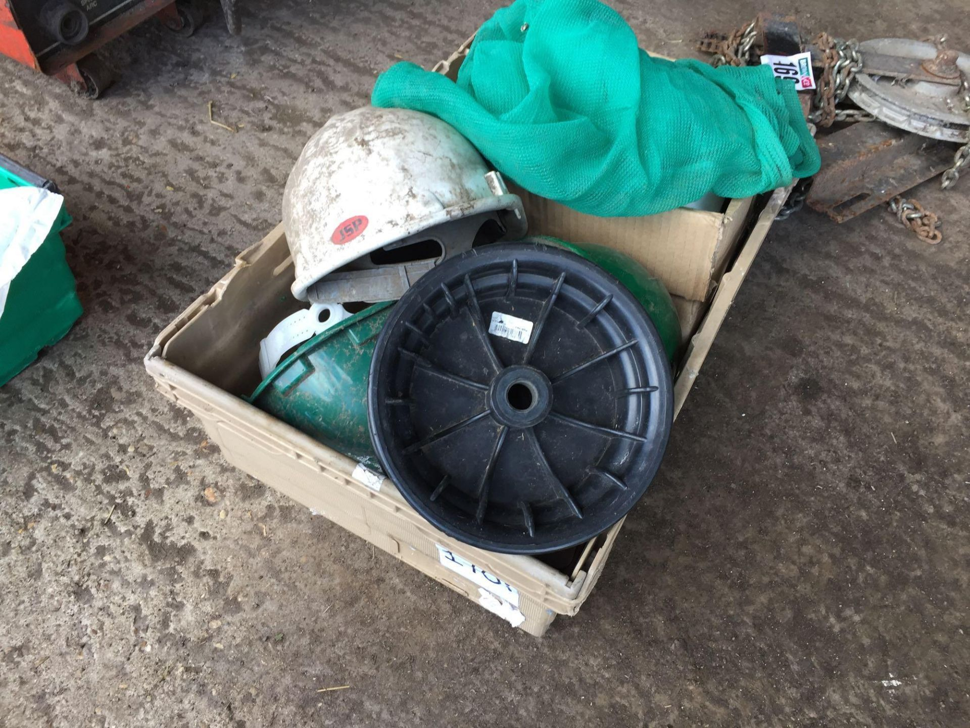 Lot 170i - Quantity safety helmets
