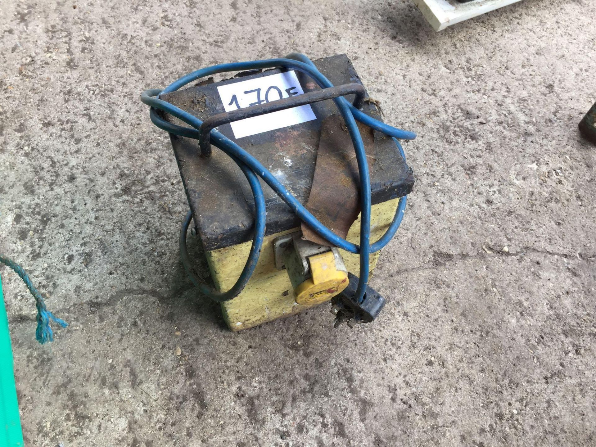 Lot 170f - Single phase transformer