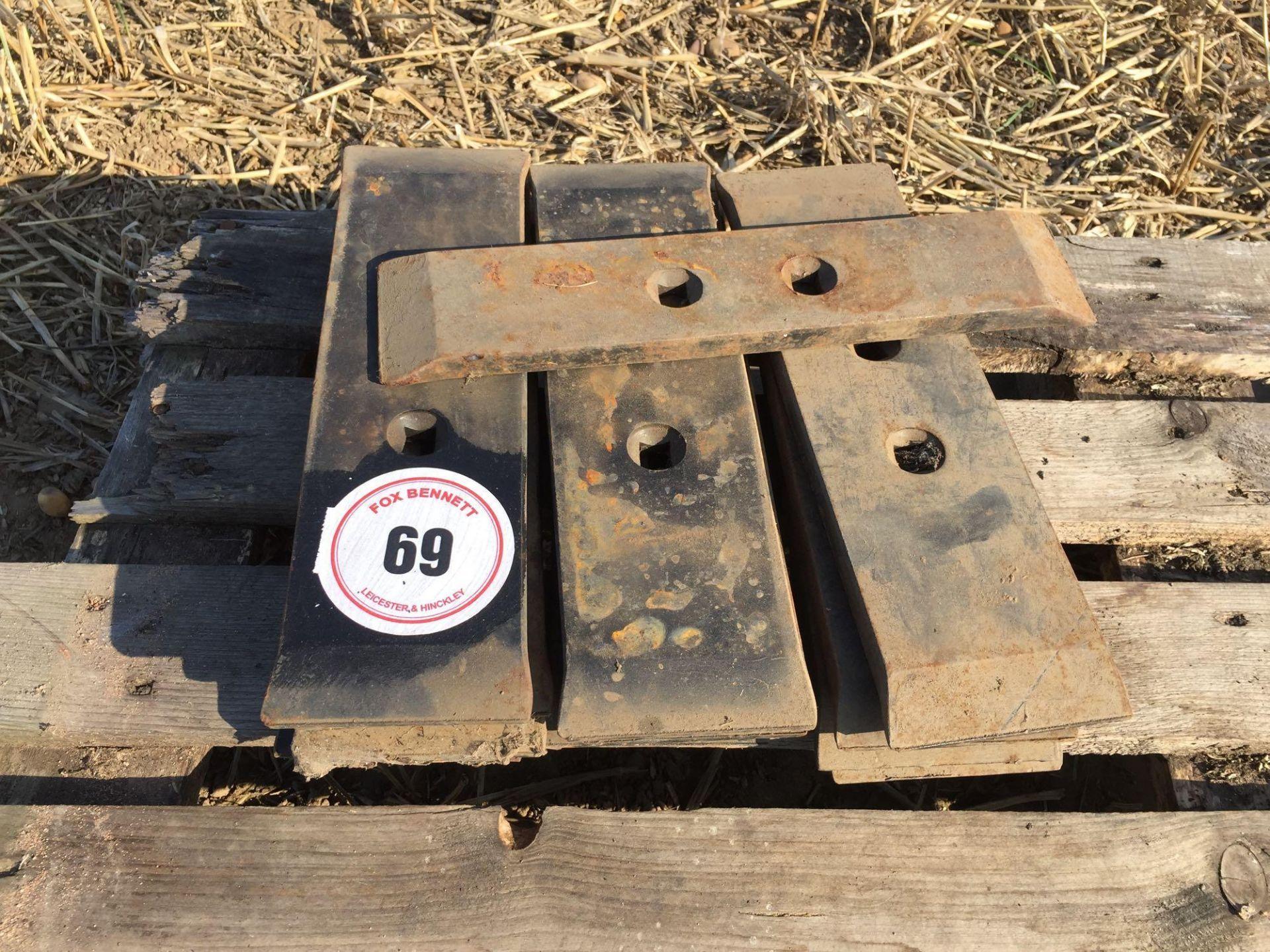 Lot 69 - Quantity chisel plough points (13)