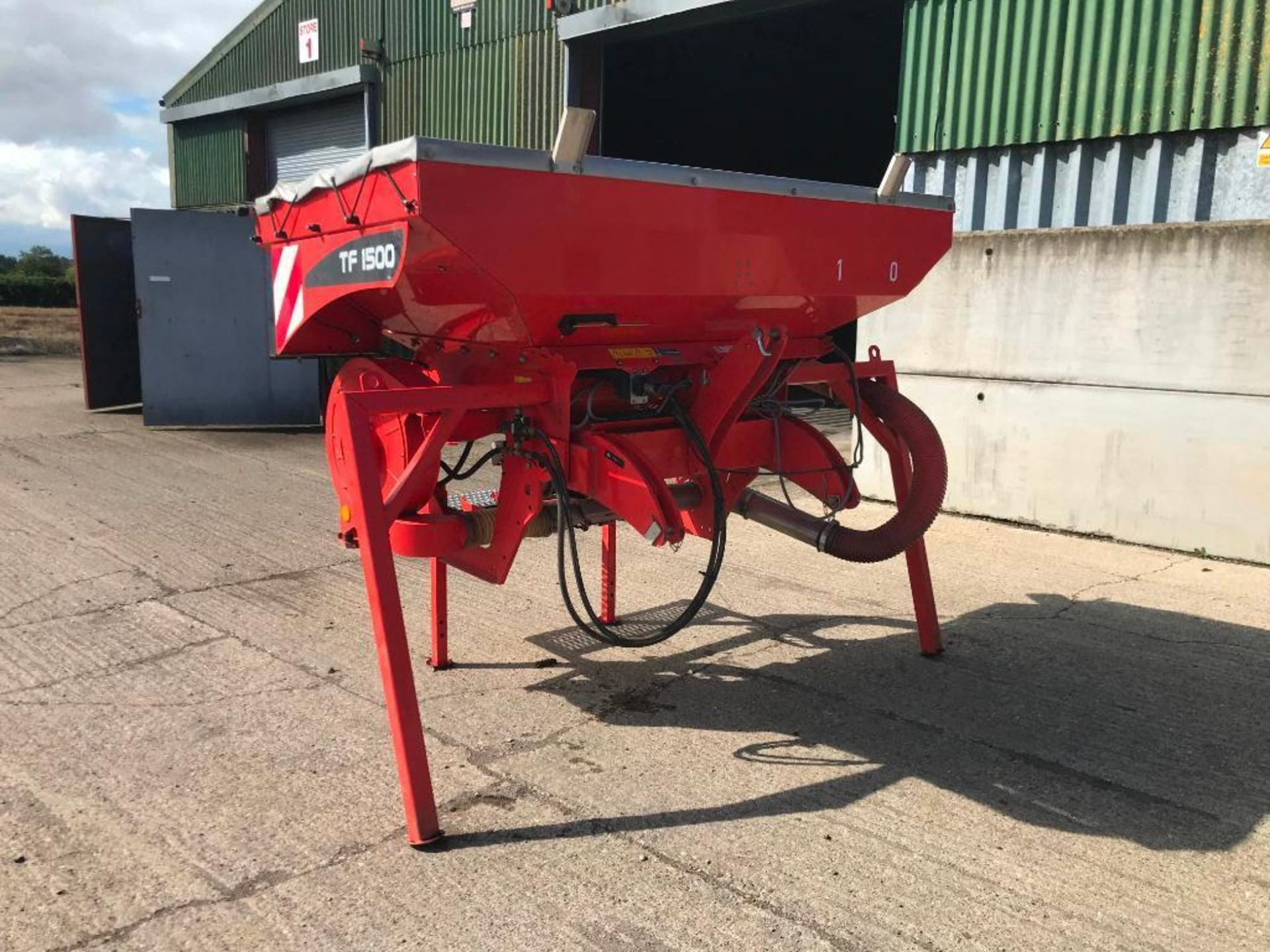 Lot 201 - Kuhn TF1500 front hopper with side pipework and S Control box in office