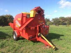 2018 Teagle Tomahawk 8500 straw chopper/feeder c/w swivel discharge spout
