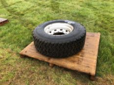 Single 400/60R22.5 wheel and tyre