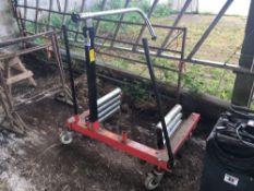Sealey wheel removal trolley. Serial No: 227757