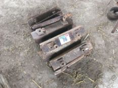 Quantity metal crawler track extension plates