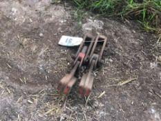 Pair dual wheel clamps