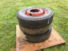 3No. 11R22.5 wheels and tyres