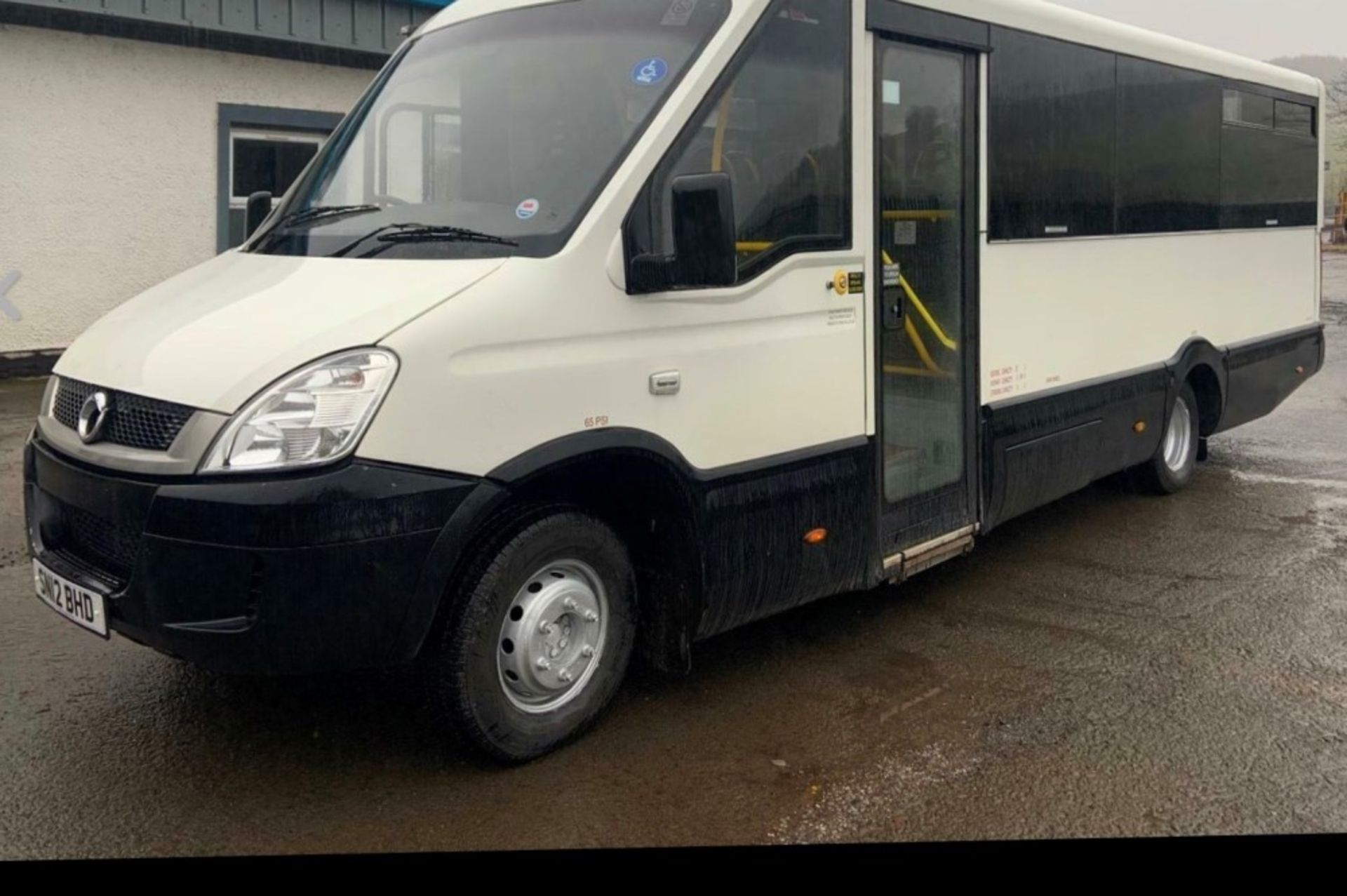 12 reg IRIS DAILY 65C17 MELLOR 11 SEAT BUS (LOCATION DUMFRIES) 1ST REG 05/12, 131454KM [+ VAT] - Image 2 of 6