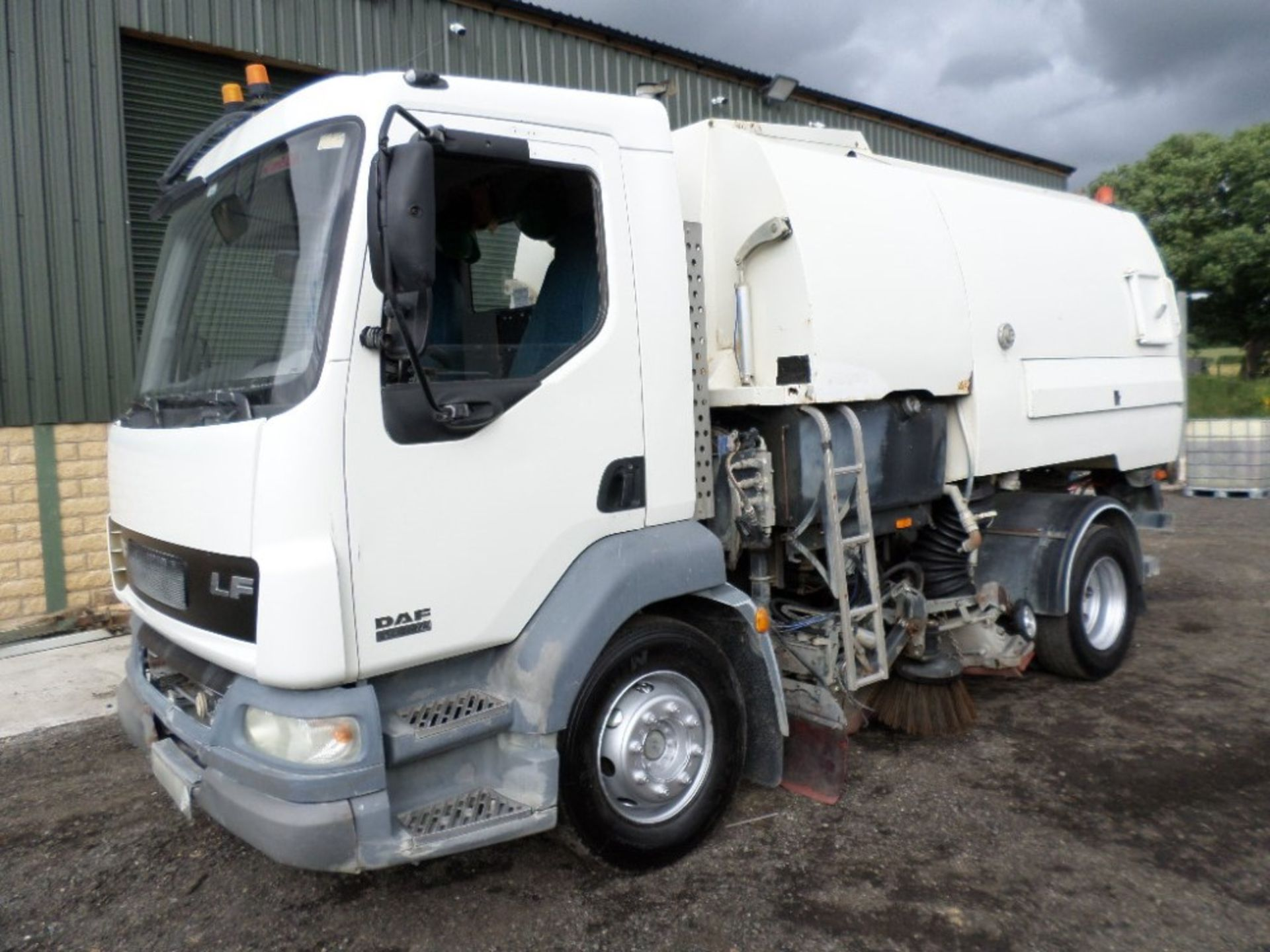 04 reg DAF LF 55.160 JOHNSON SWEEPER (LOCATION SHEFFIELD) 1ST REG 04/04, 93408M, V5 HERE, 2 FORMER - Image 2 of 15