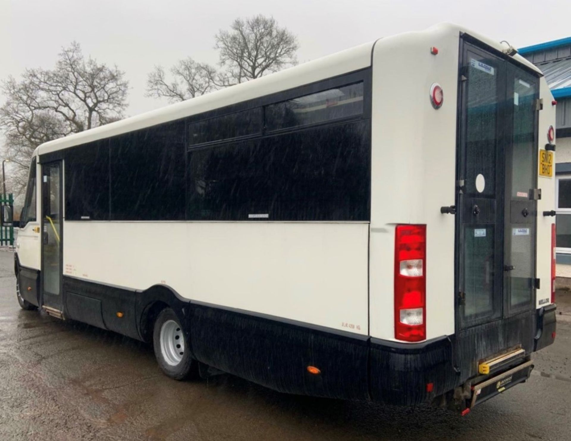 12 reg IRIS DAILY 65C17 MELLOR 11 SEAT BUS (LOCATION DUMFRIES) 1ST REG 05/12, 131454KM [+ VAT] - Image 3 of 6