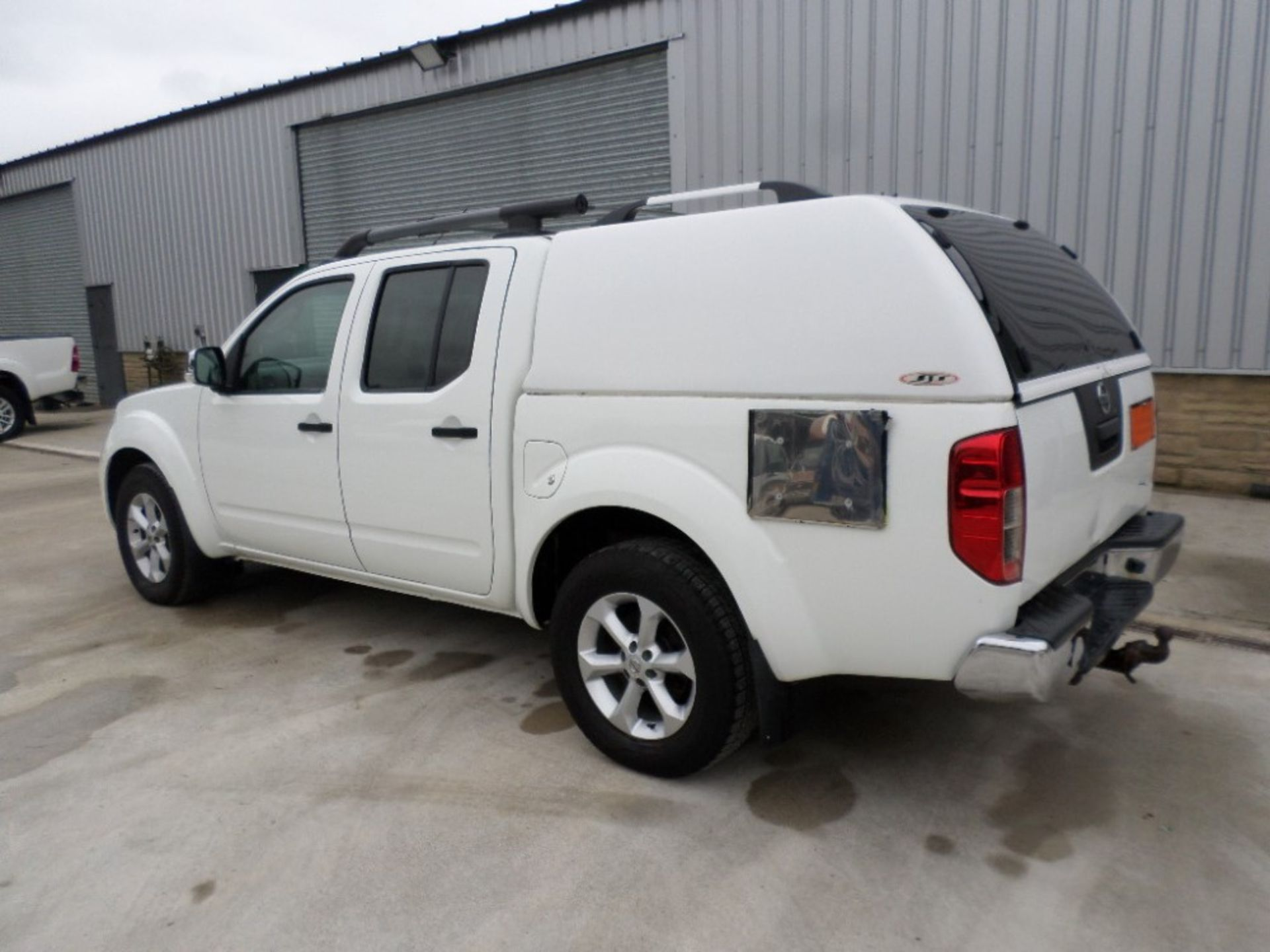 2011 NISSAN NAVARA DCI 188 TEKNA D/CAB PICKUP (LOCATION SHEFFIELD) UNREGISTERED EX MOD, 115121M ( - Image 3 of 6