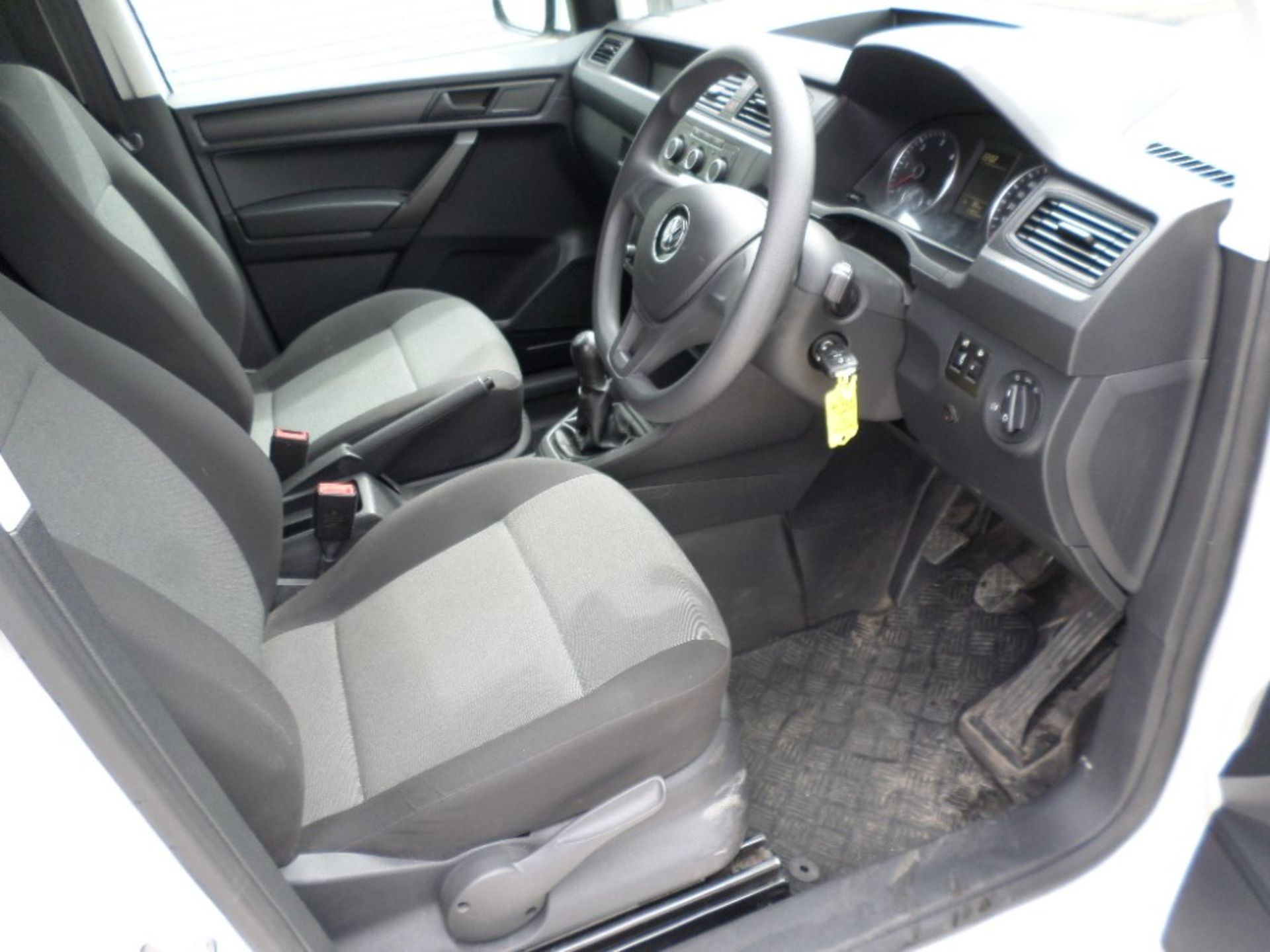 66 reg VW CADDY 2.0 TDI C20 STARTLINE (LOCATION SHEFFIELD) 11955M, V5 HERE, 1 FORMER KEEPER (ON VCAR - Image 6 of 6