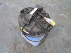 110V SMALL INDUSTRIAL VACCUM CLEANER (DIRECT HIRE CO) [+ VAT]