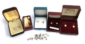 Several pairs of earrings, some 9ct gold