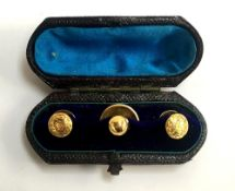 A boxed set of three Victorian 18ct shirt studs, 4.6g