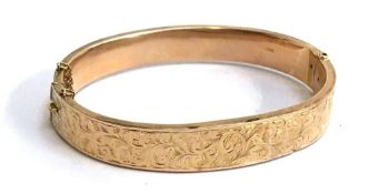A 9ct gold bracelet with safety chain, 10.9g