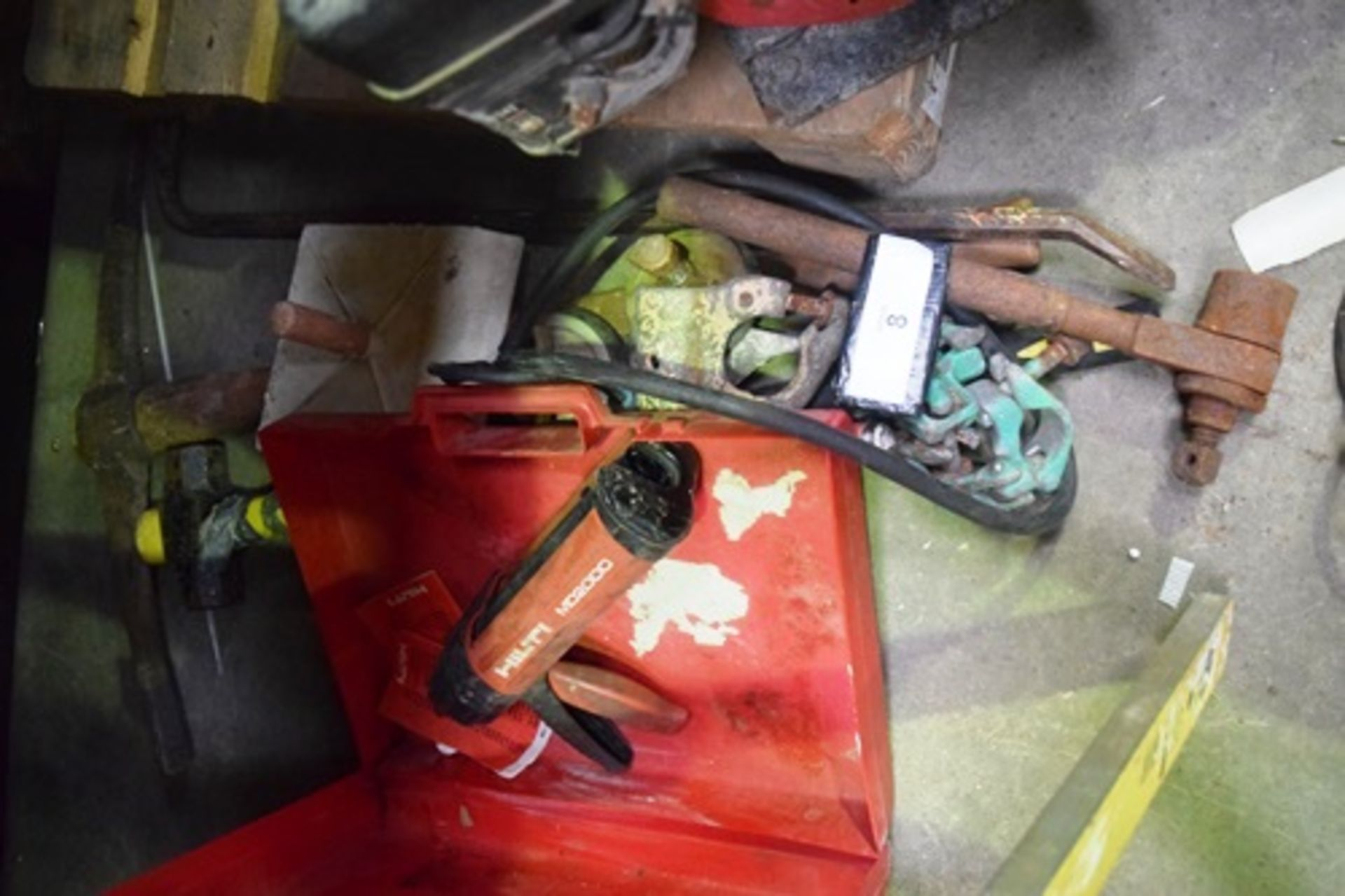 Lot 8 - Building tools and equipment including Hilti MD2000 gun, Stabila 1m level, sledge and pick, drain