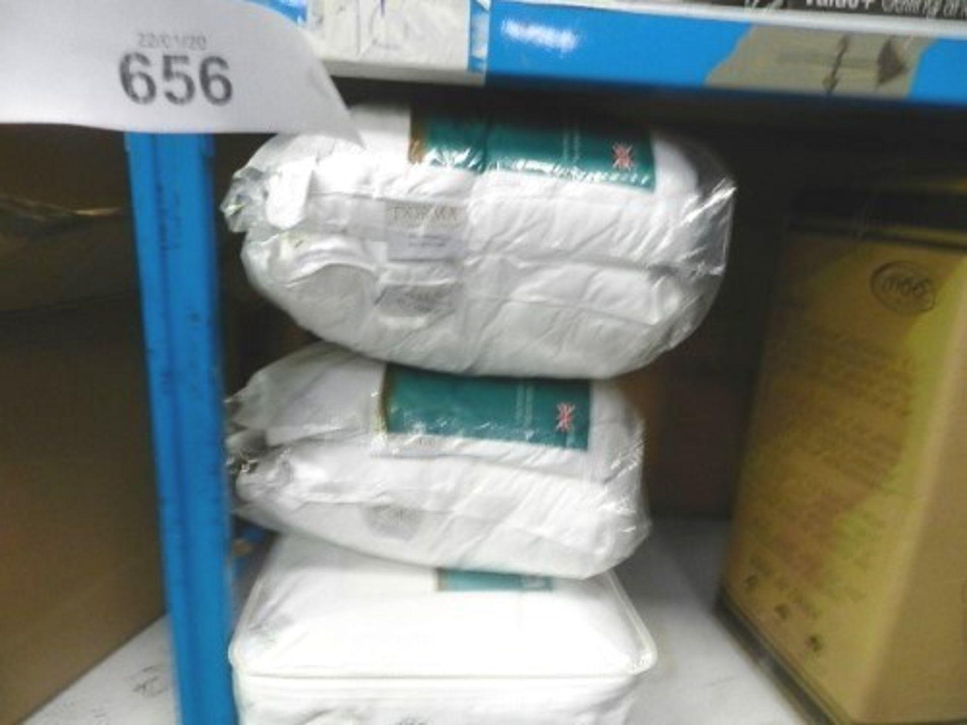 Lot 656 - 1 x Dorma full forever mattress topper, RRP £55.00 together with 2 x packs of Dorma full forever