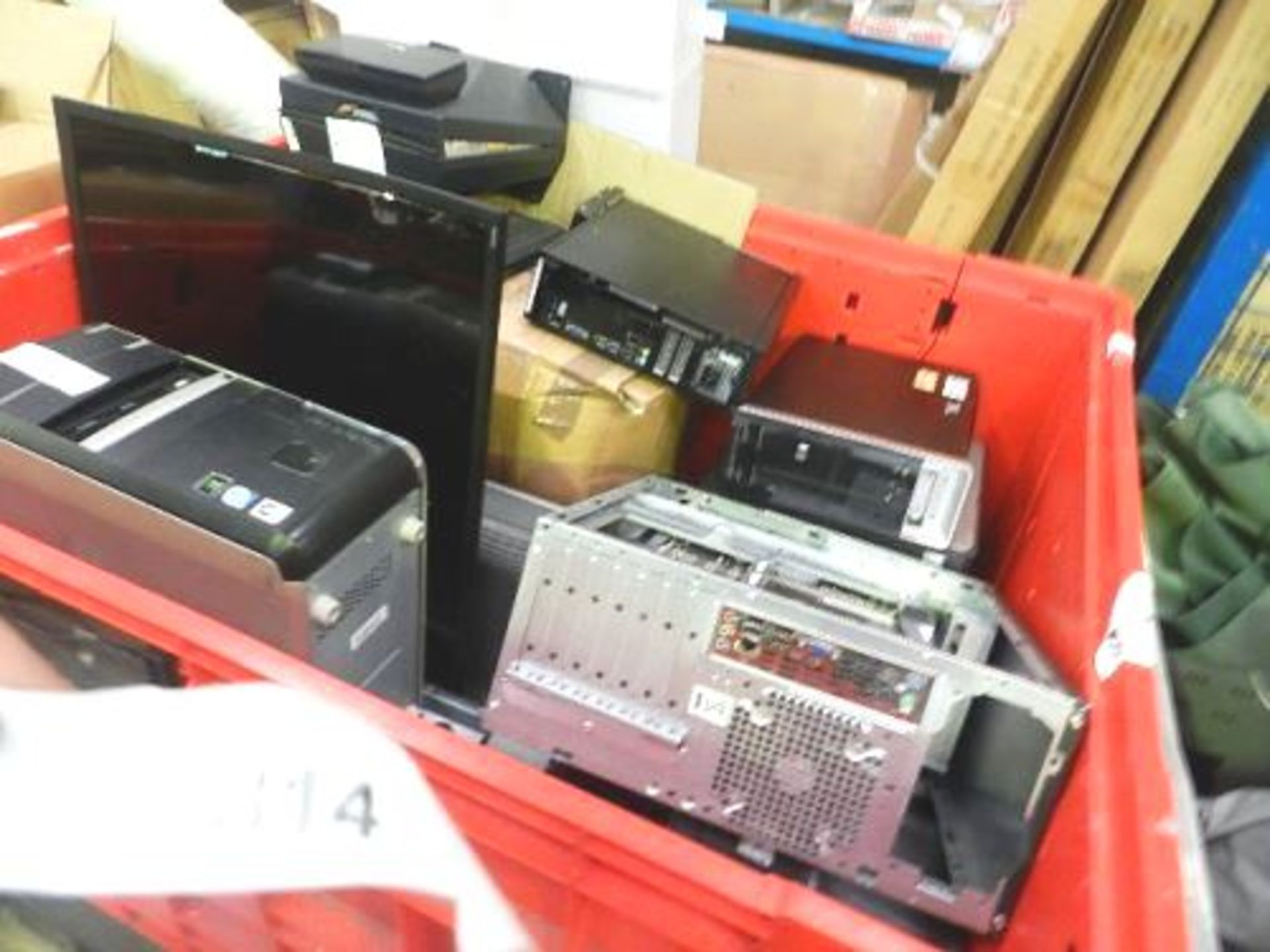Lot 814 - A quantity of electronics including desktop computers, TV's etc. - Spares and repairs (GSF47)