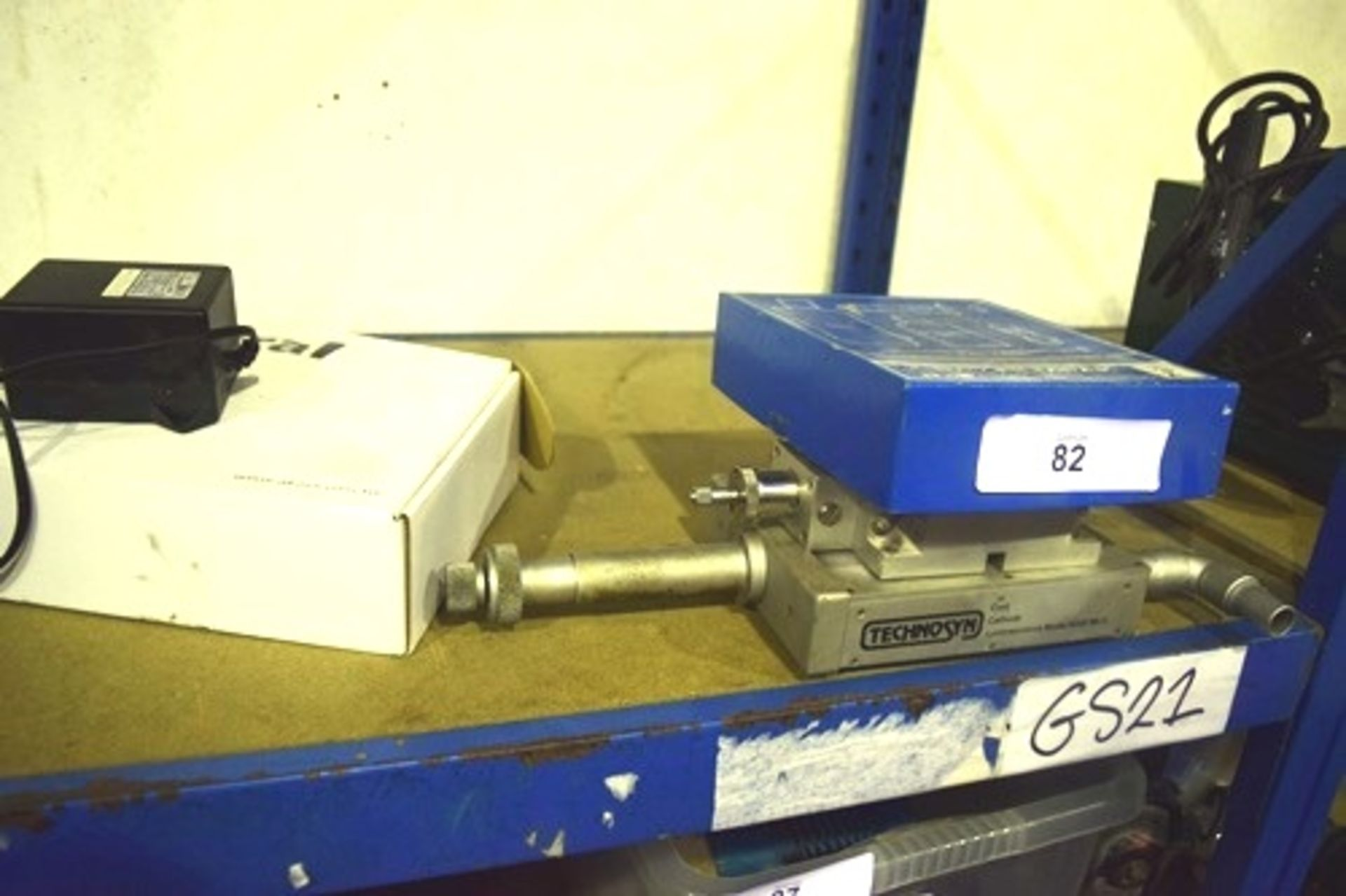Lot 82 - Technopsyn cold cathode luminescence KDG pressure switch, Leybold Tectronix T200 etc. (GS21)