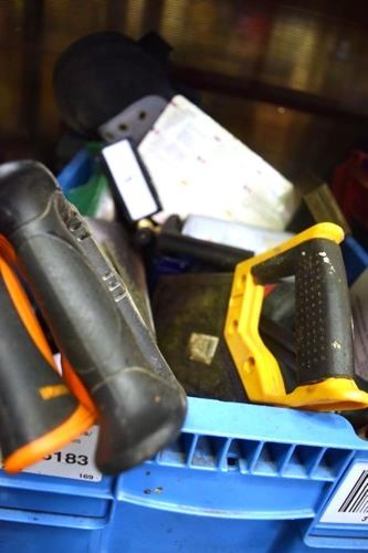 Lot 5 - 2 x boxes of assorted hand tools including hacksaws, screwdrivers etc. - Second-hand (GS14)