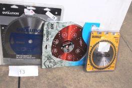 1 x Ox Spectrum 350mm circular saw blade, 1 x DeWalt 250mm circular saw blade and 1 x Evolution 35mm
