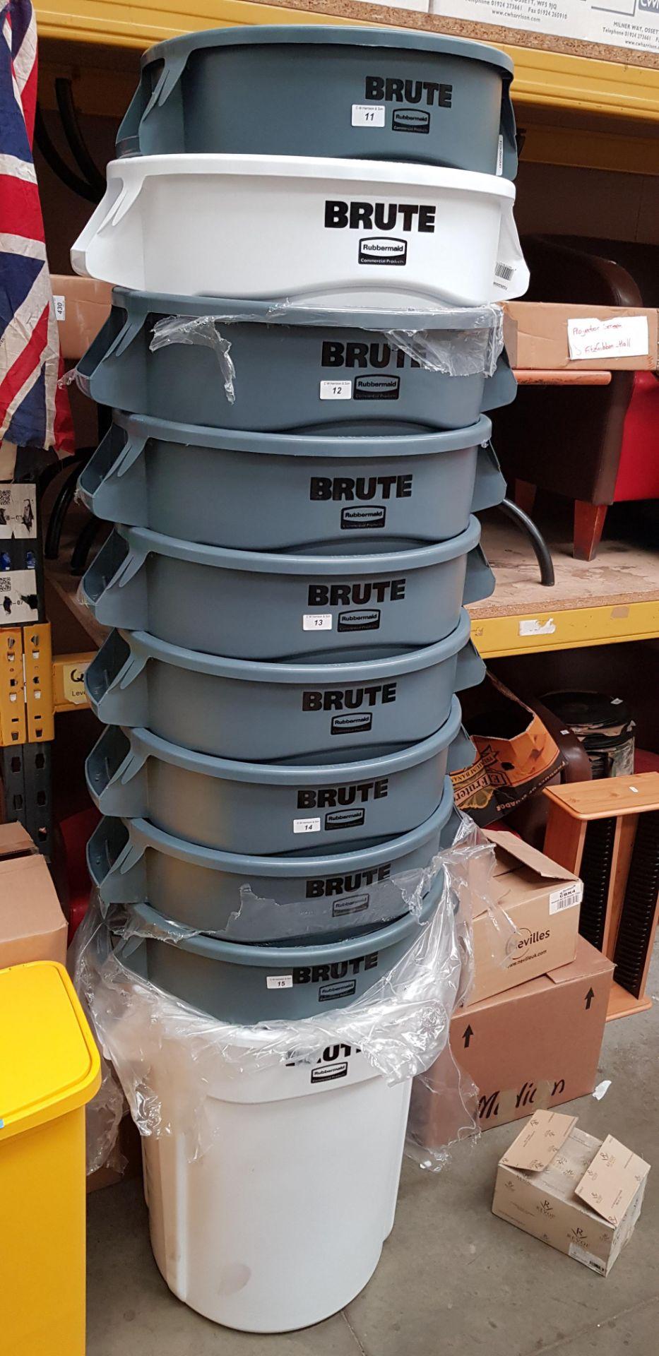 Lot 11 - 2 X RUBBERMAID BRUTE BINS: 75.7L FG262000GREY & 121.1L, FG263200WHT COMMERCIAL BINS.