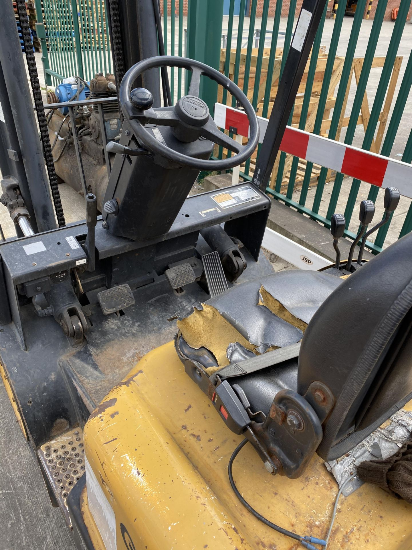 Lot 9 - DAEWOO G25E-3 gas fork lift truck Yellow/black Capacity 2500kg Serial number CX-03577 One key