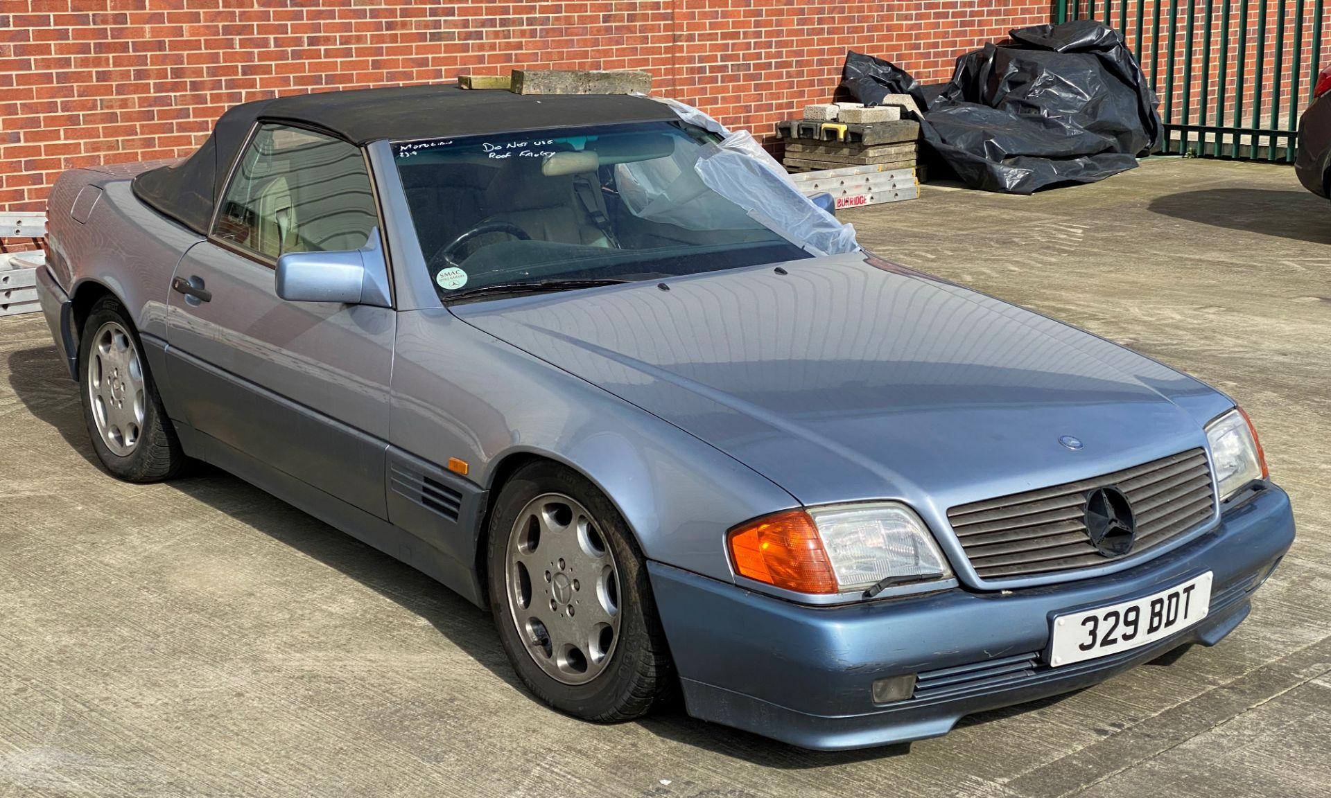 Lot 2 - MERCEDES 500SL-32 AUTOMATIC CONVERTIBLE (4973CC) - Petrol - Blue - Cream leather interior Reg No: