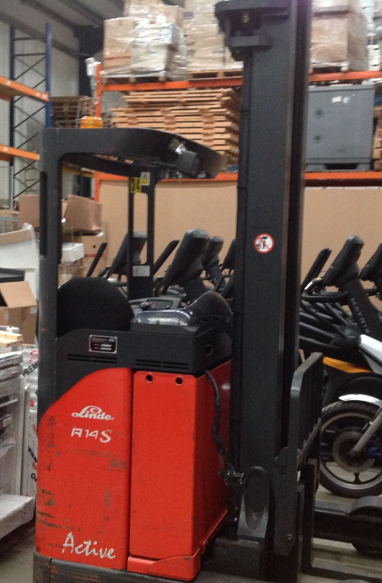 Lot 10 - A LANSING LINDE R14S ACTIVE Electric reach truck - orange Hours shown: 338.