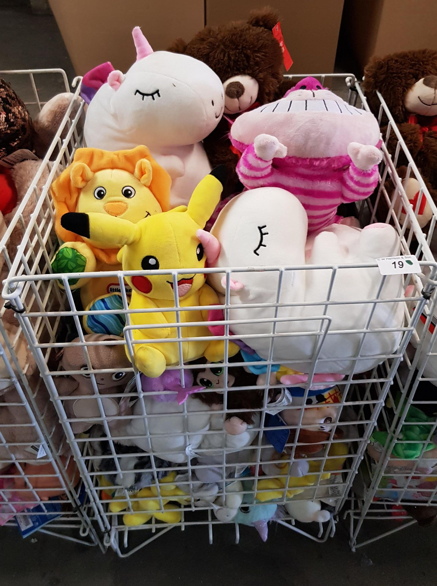 Lot 19 - CONTENTS OF CAGE - MIXED SOFT TOYS