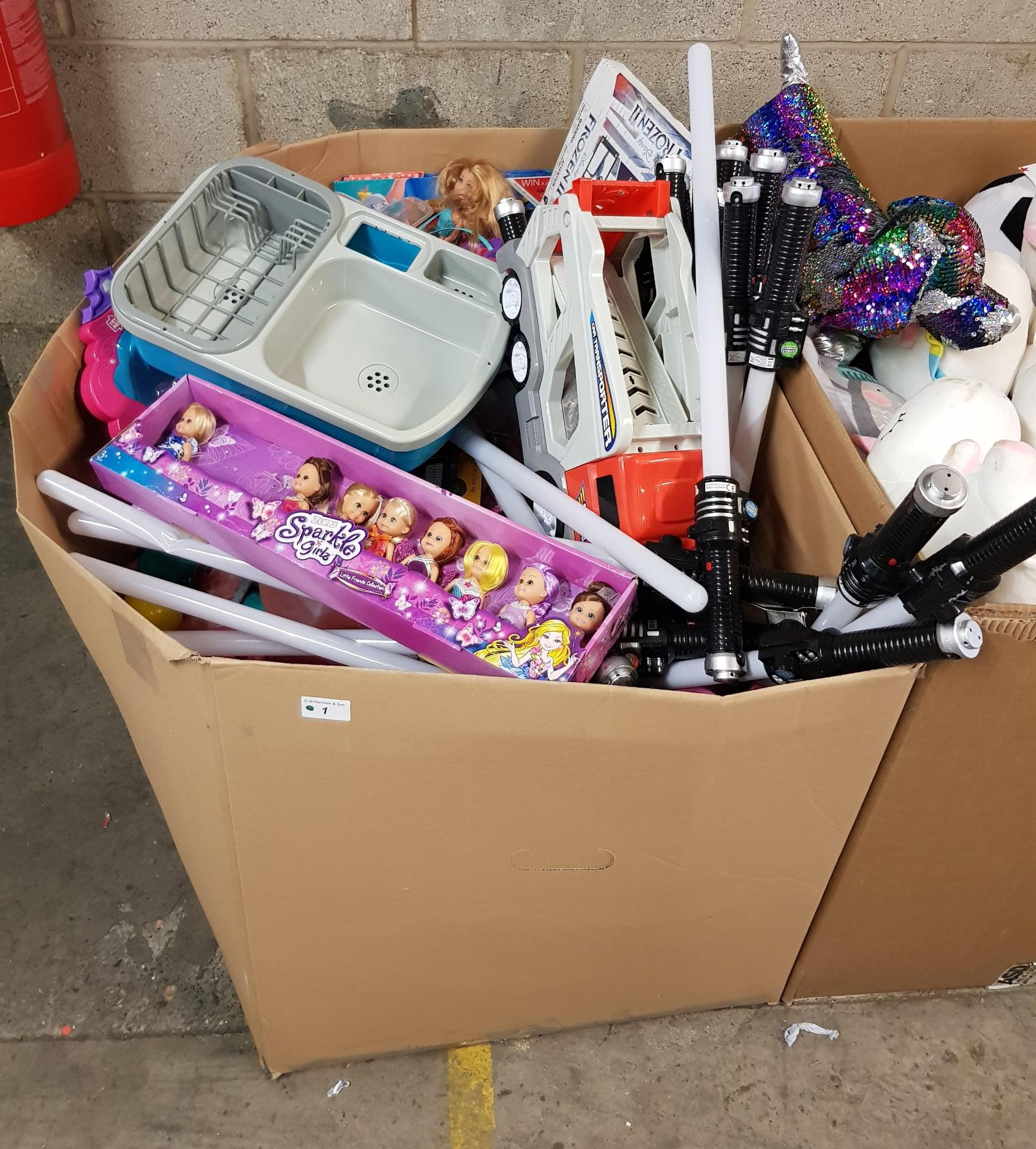 Lot 1E - CONTENTS OF LARGE BOX - MIXED TOYS TO INC SPARKLE GIRLZ & LIGHT SABRES