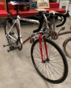 A Vertigo Picadilly gentleman's 14 speed racing bicycle in white and red