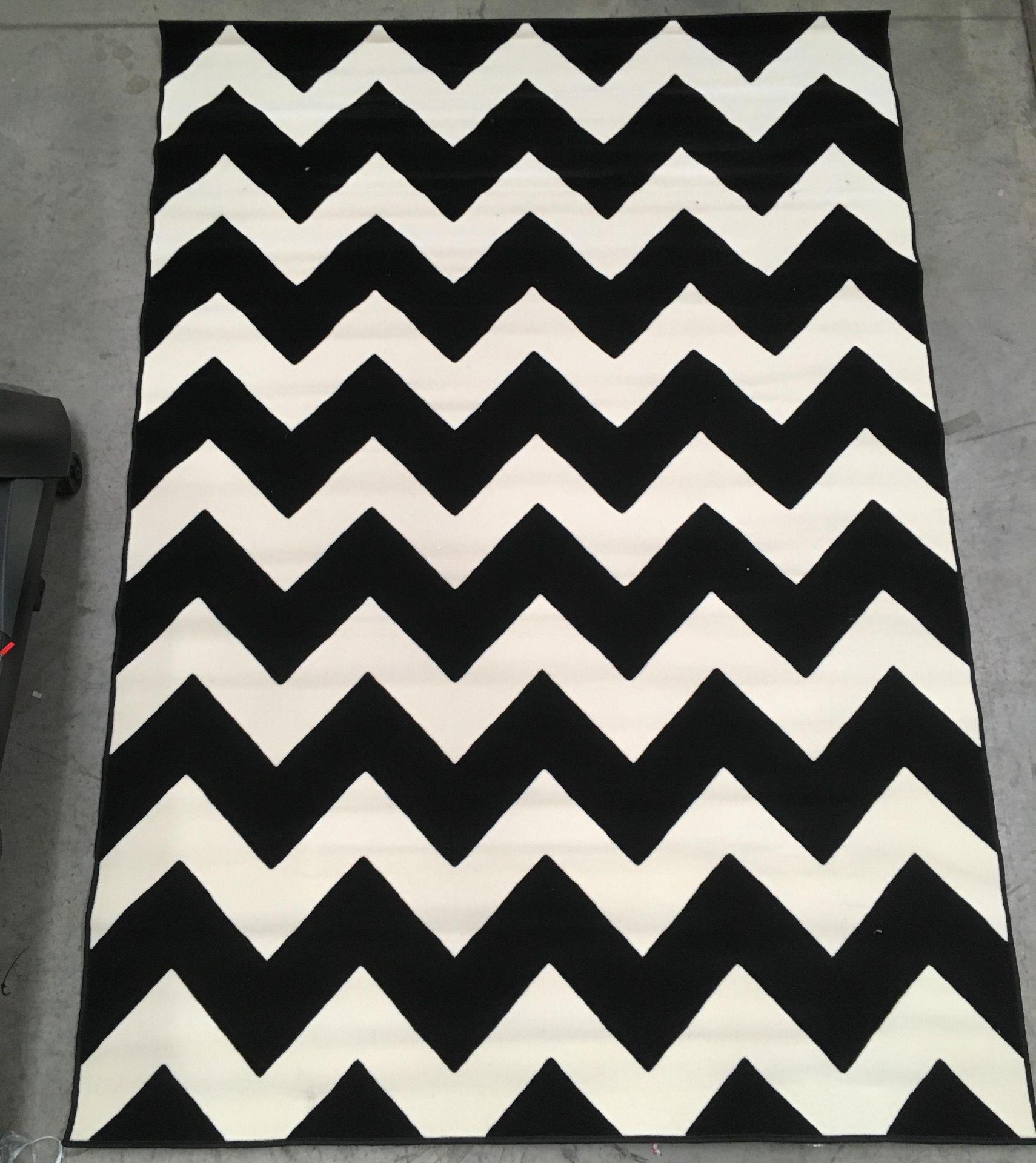 Lot 21 - A Kayoom MAR2085 Schwartz black and white rug - 200cm x 290cm