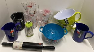 13 x assorted items - Zeal melamine mixing bowls, jugs and colanders, non stick rolling pin,