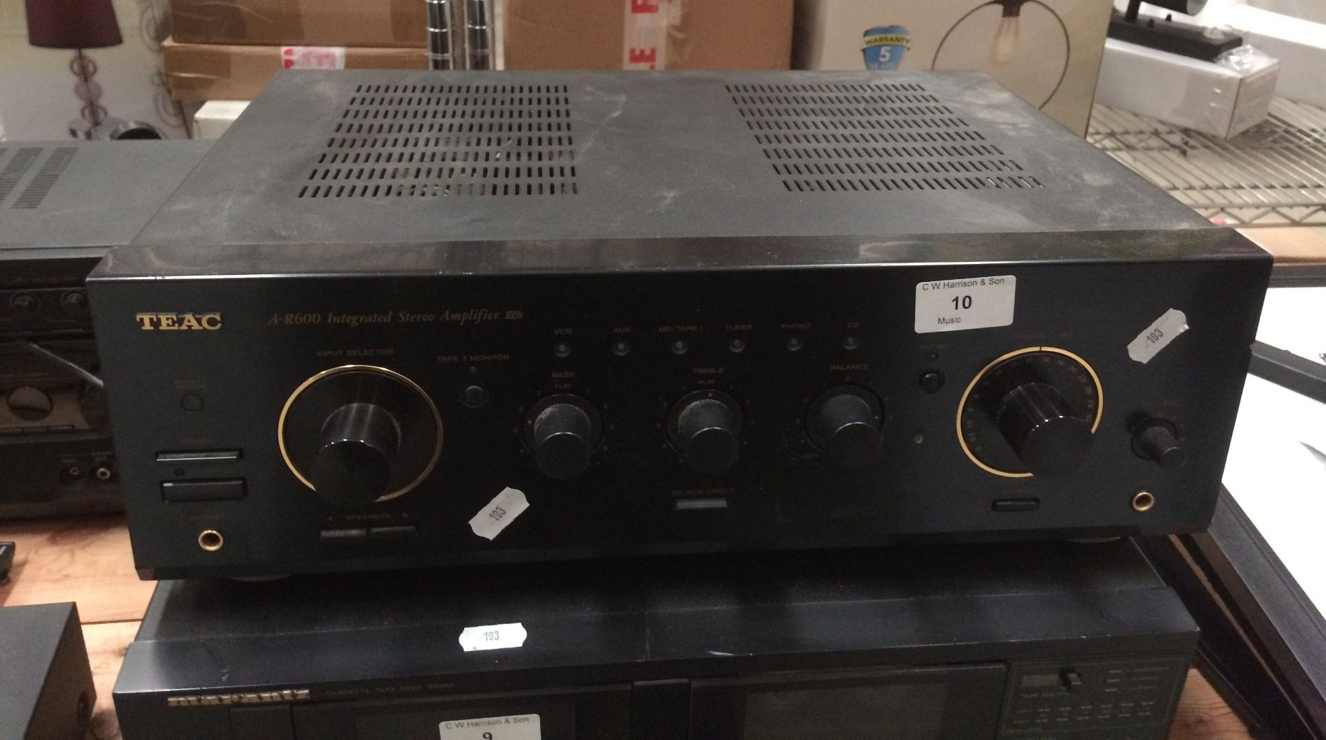 Lot 10 - Teac A-R600 integrated stereo amplifier