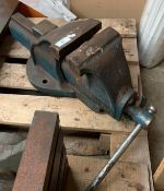 Engineers large bench vice *** Please note: The latest collection for this lot is 3:30pm on