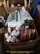 1 X LARGE BOX OF MIXED STYLE CHRISTMAS CRACKERS